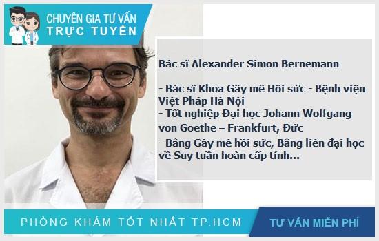 Bác sĩ Alexander Simon Bernemann làm việc tại khoa gây mê hồi sức