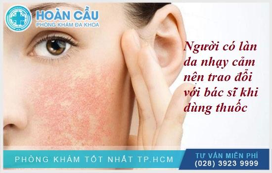 Người có làn da nhạy cảm nên trao đổi với bác sĩ khi dùng thuốc
