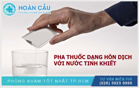 Pha thuốc dạng hỗn dịch uống với nước tinh khiết, khuấy đều và uống