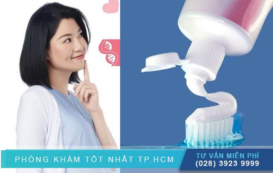 thử thai bằng kem đánh răng có chính xác không