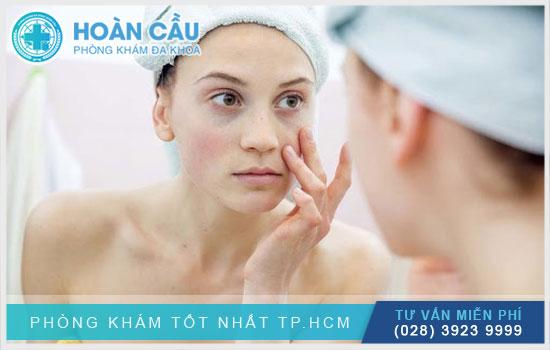 Nổi mẩn đỏ ngứa ở mặt cũng có thể do vấn đề liên quan đến vệ sinh da mặt
