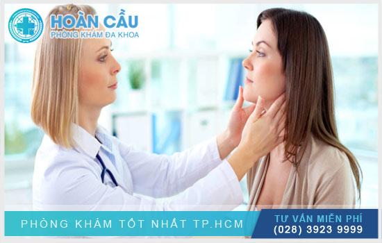 Đến ngay các cơ sở y tế để thăm khám khi bị nổi mẩn đỏ ngứa ở mặt