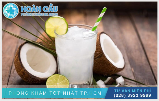 Nước dừa giúp bổ sung nhiều dưỡng chất thiết yếu cho cơ thể