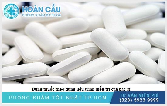 Bệnh nhân dùng thuốc theo liều lượng được bác sĩ chỉ định